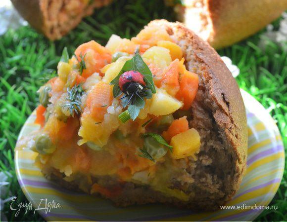 Овощное рагу в ржаном хлебе
