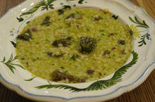 Рисовая каша со сморчками и зеленым горошком