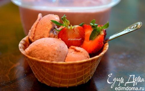 Рецепт Клубничное мороженое с коричневым сахаром