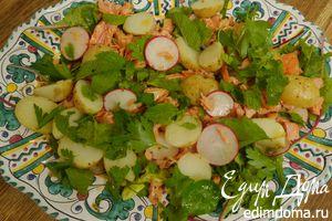 Салат с молодым картофелем, редисом и кижучом