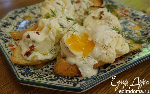 Рецепт Яйца пашот под соусом из йогурта с паприкой