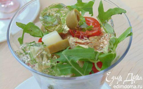 Рецепт Салат-коктейль с курицей, сыром и кусочками винного желе