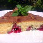 Быстрый пирог со свежей вишней и мятой