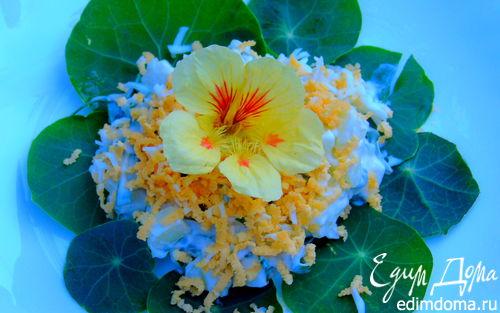Рецепт Салат с огурцом и листьями настурции