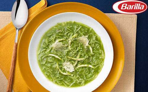 Рецепт Куриный суп со шпинатом и чипсами из пармезана