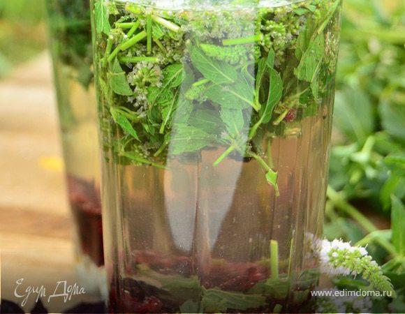 Ягодно-мятный напиток с базиликом