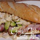 Мини-багет с курицей, авокадо и копченой грудинкой