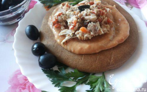 Рецепт Фасолевый паштет и салат с тунцом на ржаной лепешке