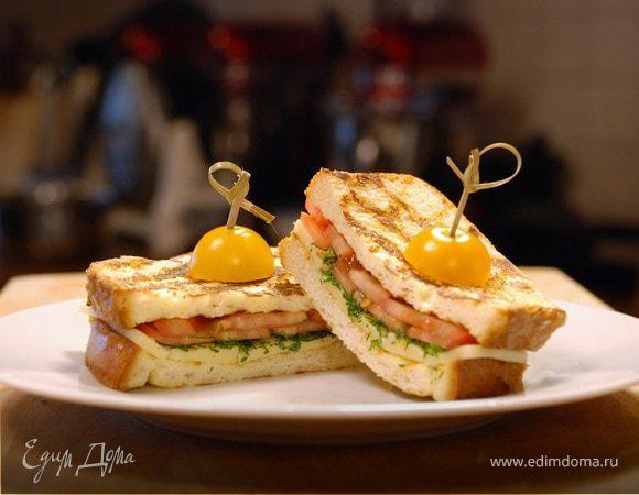 Горячий тост с сыром и томатами
