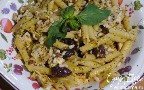 Рецепт Паста с курицей, оливками и соусом песто