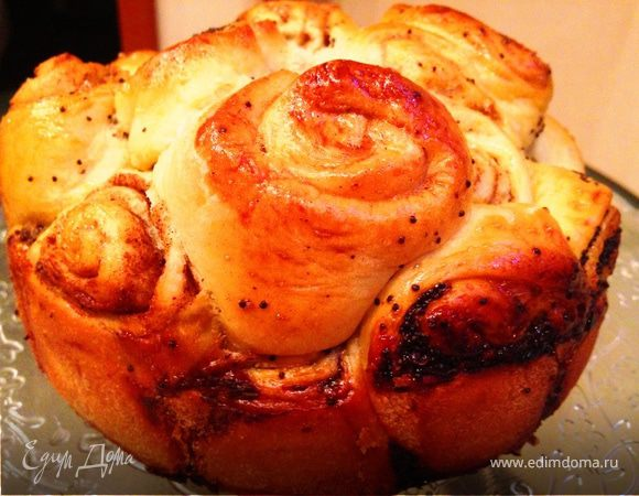 Сдобный пирог с маком и корицей