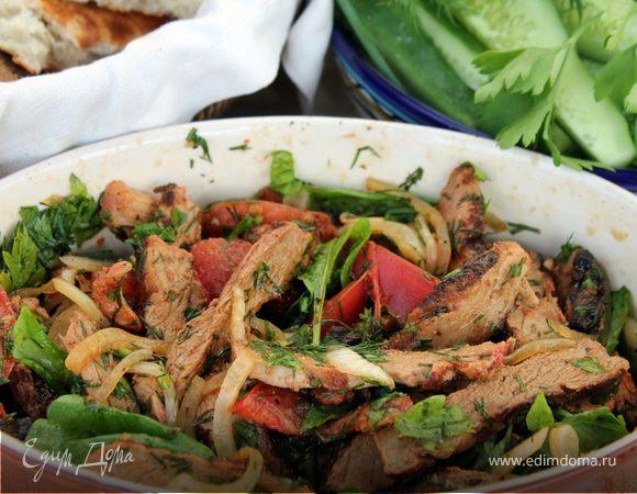 Тёплый салат с мясом гриль