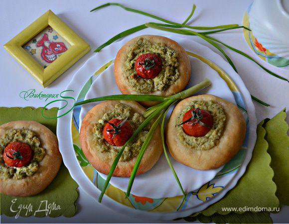 Ватрушки с творогом и помидорами черри