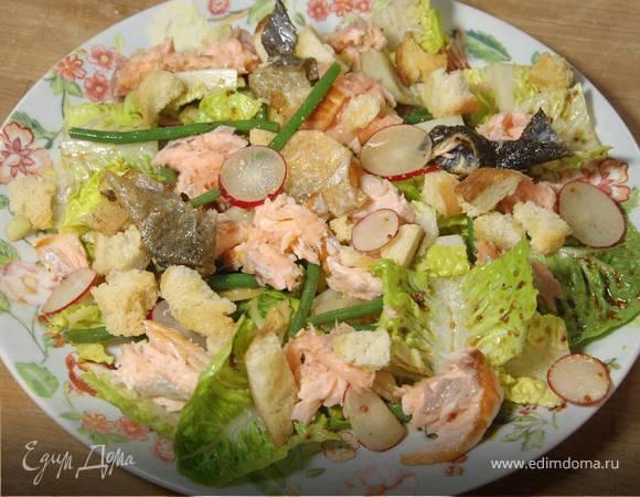 Салат с запеченной семгой, фасолью и имбирем