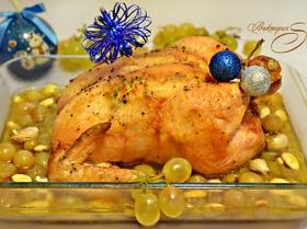 Курица, запечённая с виноградом и миндалём