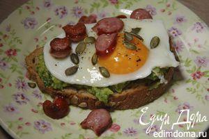 Хитрый бутерброд с авокадо и яичницей