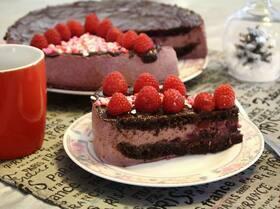 Торт шоколадно-ягодный «Розовые облака»