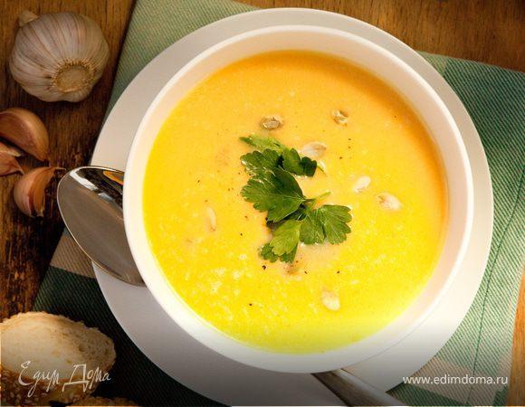 Крем-суп из тыквы с сухариками и тыквенными семечками