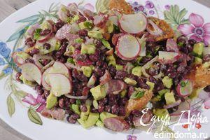 Салат из фасоли, сладкого картофеля и авокадо