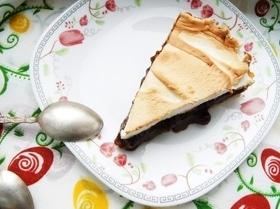 Пирог с клюквой и шоколадным кремом на песочном тесте