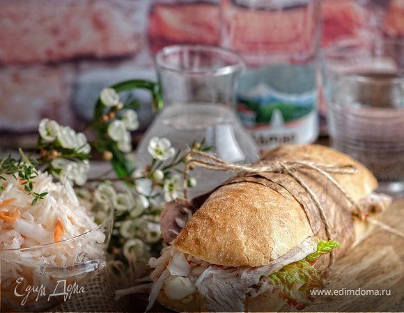 Сэндвич с запеченной свининой и квашеной капустой