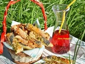 Слоеные палочки с семенами и орехами