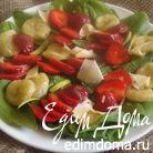 Салат с клубникой,шпинатом и жареным бананом
