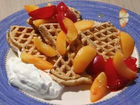 Гречишные вафли с фруктами и йогуртом