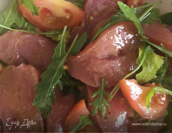 Салат с сыровяленой грудинкой