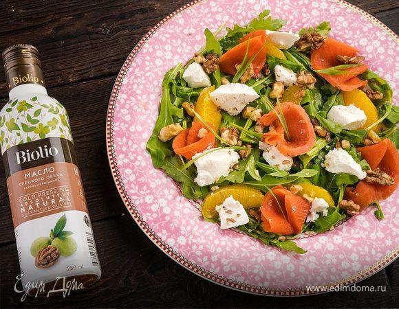 Салат с лососем и брынзой