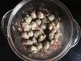 Запеченная с сыром и сухарями брюссельская капуста
