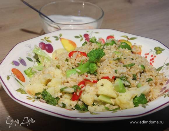 Теплый салат из брокколи, цветной капусты и бурого риса