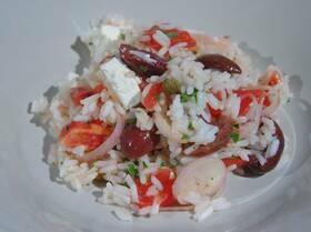 Рис с фетой, помидорами, оливками и каперсами