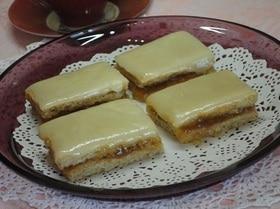 Песочный пирог с повидлом и сливочной глазурью