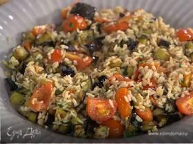 Бурый рис с помидорами и запеченными баклажанами