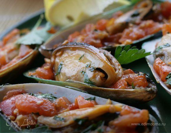Мидии с томатным конкассе и чесночным соусом