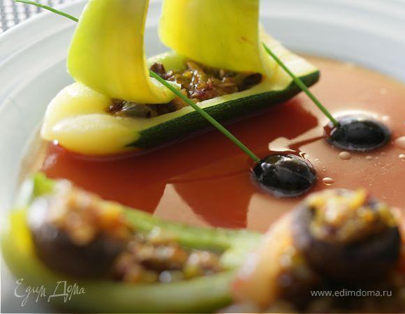 Фаршированные овощи с томатным соусом