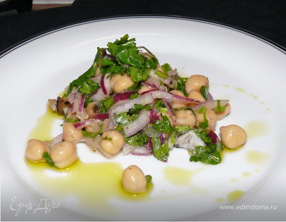 Салат из нута (или белой фасоли) с баклажанами