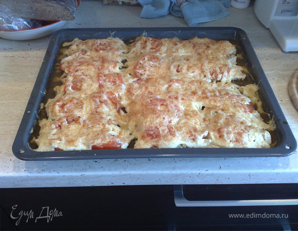 Курица с помидорами запеченная под сыром