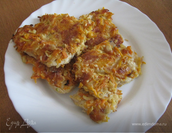 Мясо запеченое под овощами и сыром