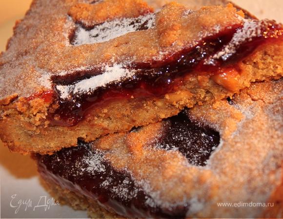 Ореховый пирог с джемом