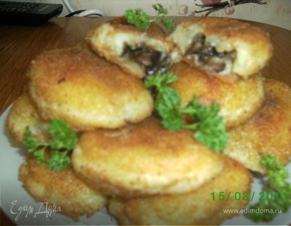 Пирожки картофельные с грибами