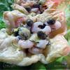 Слоеные корзинки с креветками, каперсами и авокадо.