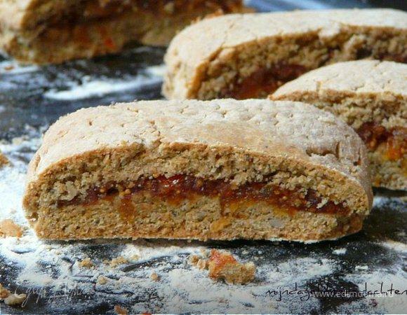 Печенье из цельнозерновой муки с начинкой из сухофруктов