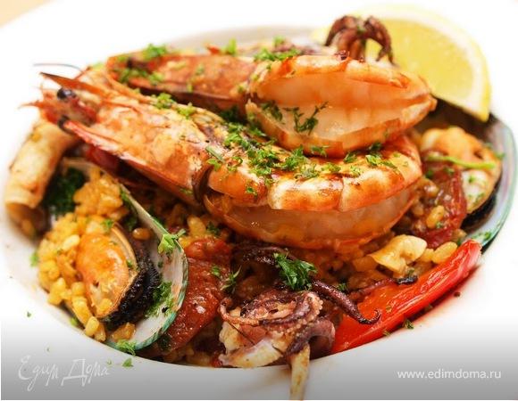 Паэлья с морепродуктами.