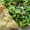 Салат из спаржи с зеленым горошком с мятным соусом