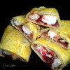 Слойка с белым мясом птицы и луково-брусничным конфитюром