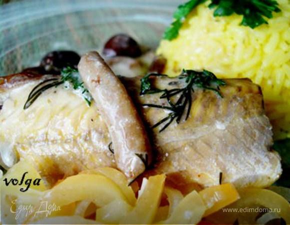 Стерлядь в винном уксусе под грибным соусом