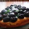 Пирог с ежевикой и мятой