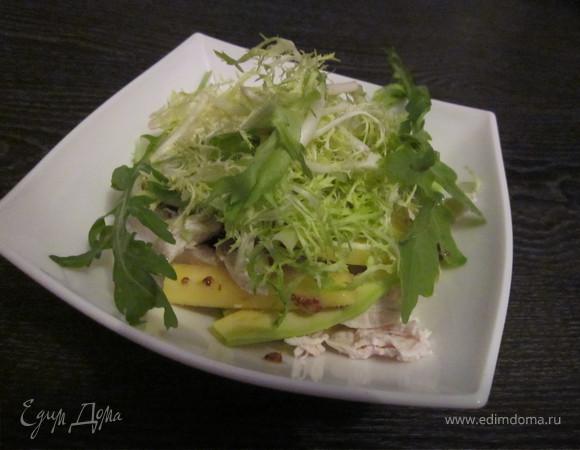 Салат из манго и авокадо с курицей